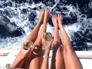 boat-drink-girls-legs-favim-com-1523990