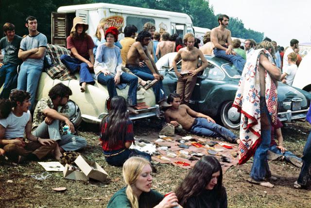 Hablamos de hippies, dinero pintado e Ibiza